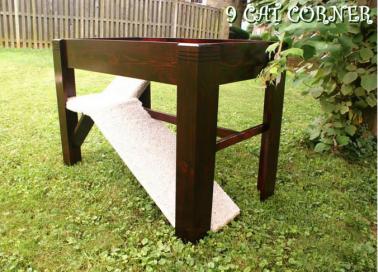 9 Cat Corner CJ's Table Bed